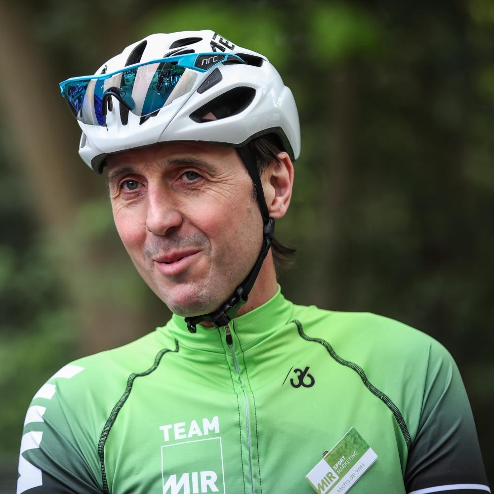 Micha de Vries - MIR Sportmarketing - In het wiel van een prof