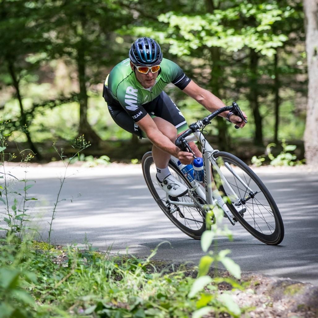 Aart Vierhouten - MIR Sportmarketing -  wielerclinic afdaling Posbank