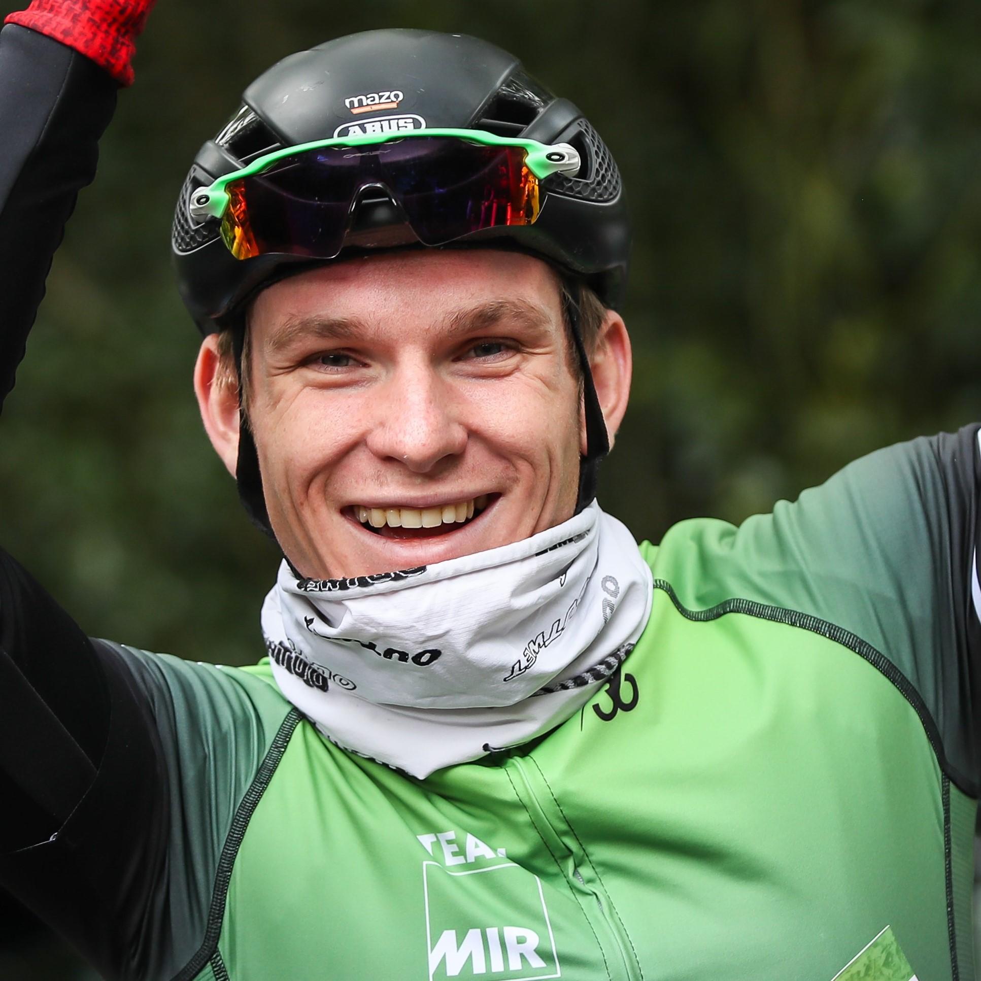 Gino Vierhouten - MIR Sportmarketing - In het wiel van een prof
